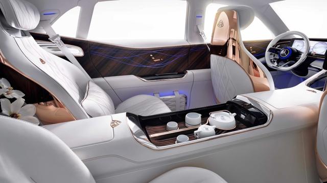 Lái Mercedes Maybach và thưởng thức trà ngay trên xe - trải nghiệm đẳng cấp của giới siêu giàu - Ảnh 3.