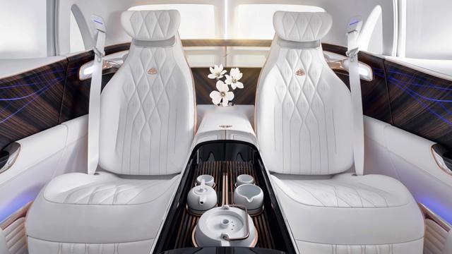 Lái Mercedes Maybach và thưởng thức trà ngay trên xe - trải nghiệm đẳng cấp của giới siêu giàu - Ảnh 4.