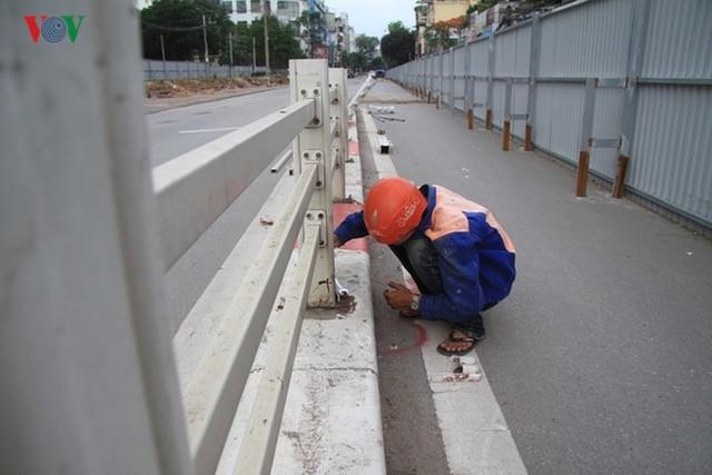 Hà Nội rào chắn, cấm đường để xây nhà ga Cát Linh - Ảnh 11.