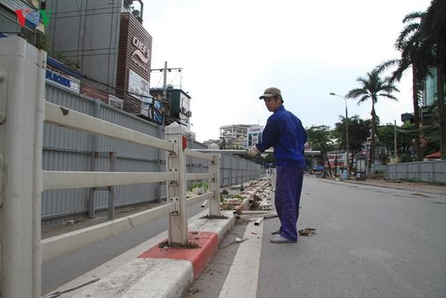 Hà Nội rào chắn, cấm đường để xây nhà ga Cát Linh - Ảnh 12.
