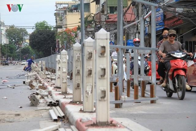 Hà Nội rào chắn, cấm đường để xây nhà ga Cát Linh - Ảnh 13.