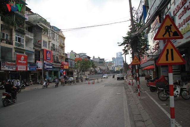Hà Nội rào chắn, cấm đường để xây nhà ga Cát Linh - Ảnh 16.