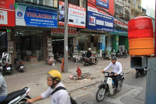 Hà Nội rào chắn, cấm đường để xây nhà ga Cát Linh - Ảnh 4.