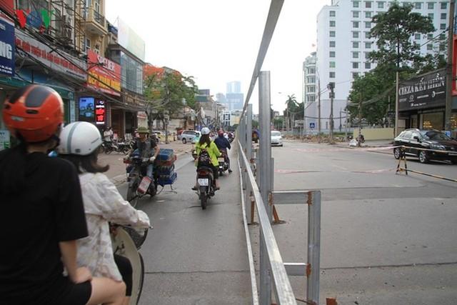 Hà Nội rào chắn, cấm đường để xây nhà ga Cát Linh - Ảnh 5.