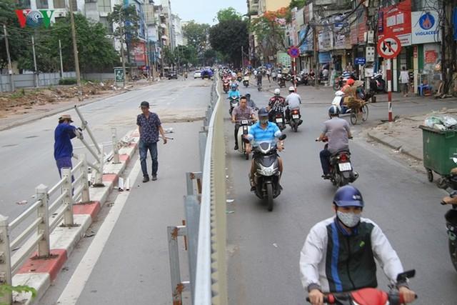 Hà Nội rào chắn, cấm đường để xây nhà ga Cát Linh - Ảnh 6.