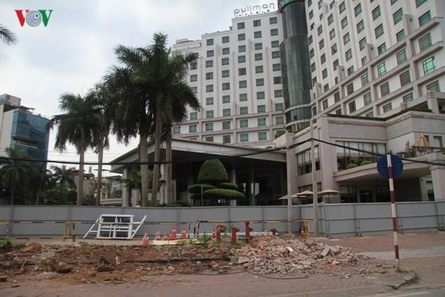 Hà Nội rào chắn, cấm đường để xây nhà ga Cát Linh - Ảnh 7.