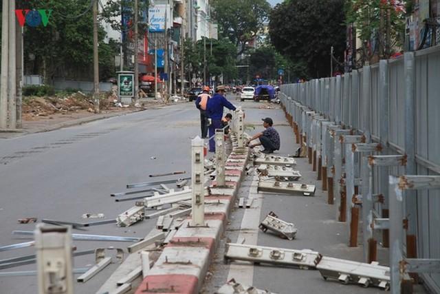Hà Nội rào chắn, cấm đường để xây nhà ga Cát Linh - Ảnh 8.