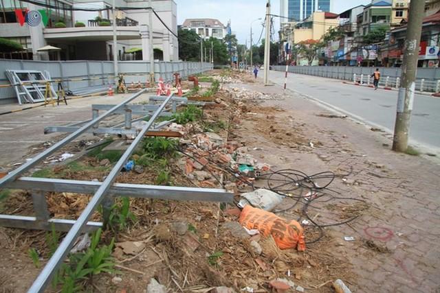 Hà Nội rào chắn, cấm đường để xây nhà ga Cát Linh - Ảnh 10.
