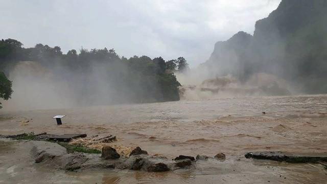 Thác bản Giốc xảy ra trận lũ quét lịch sử, nước dâng cao 2,5 mét - Ảnh 1.