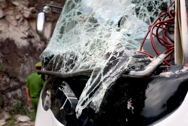 Hiện trường vụ tai nạn kinh hoàng, 3 cán bộ hưu trí ngành công an tử vong - Ảnh 10.