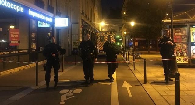 Tấn công khủng bố tại trung tâm Paris, nhiều người thương vong - Ảnh 1.