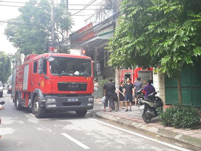 Cháy khách sạn ở Hà Nội, khách nước ngoài chạy tán loạn - Ảnh 11.