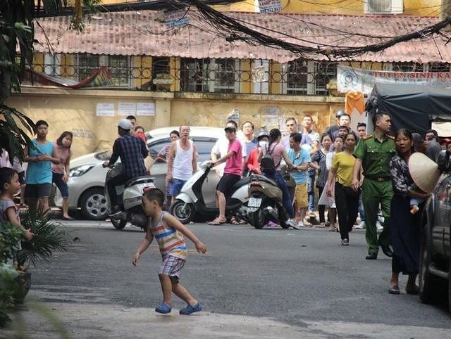 Cháy khách sạn ở Hà Nội, khách nước ngoài chạy tán loạn - Ảnh 9.