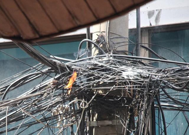 Cháy khách sạn ở Hà Nội, khách nước ngoài chạy tán loạn - Ảnh 10.
