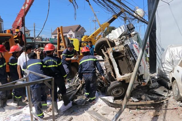 Hình ảnh hiện trường vụ tai nạn kinh hoàng làm 5 người chết ở Lâm Đồng - Ảnh 1.