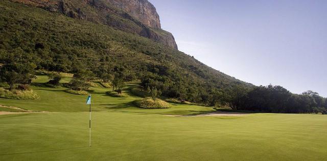 Lỗ golf dị nhất thế giới: Người ta trao giải thưởng 1 triệu đô la cho ai ghi được hole in one - Ảnh 2.