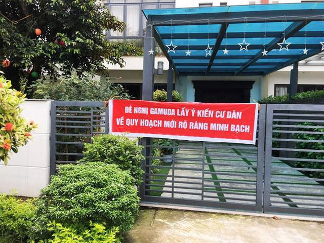 Cư dân căng băng rôn phản đối Gamuda Gardens lật kèo - Ảnh 2.