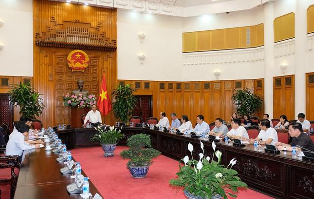 Thủ tướng: Xây dựng Chính phủ điện tử từ những việc nhỏ nhất - Ảnh 3.
