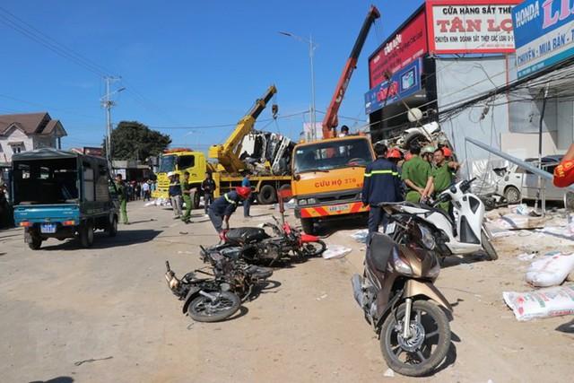 Hình ảnh hiện trường vụ tai nạn kinh hoàng làm 5 người chết ở Lâm Đồng - Ảnh 5.