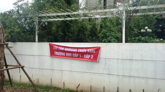 Cư dân căng băng rôn phản đối Gamuda Gardens lật kèo - Ảnh 5.