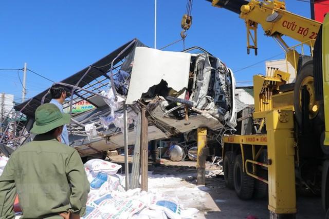 Hình ảnh hiện trường vụ tai nạn kinh hoàng làm 5 người chết ở Lâm Đồng - Ảnh 6.