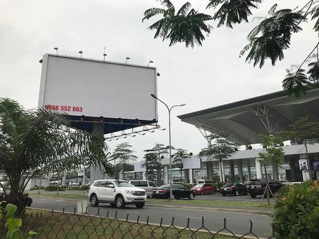 Hà Nội loạn quảng cáo tấm lớn  - Ảnh 3.