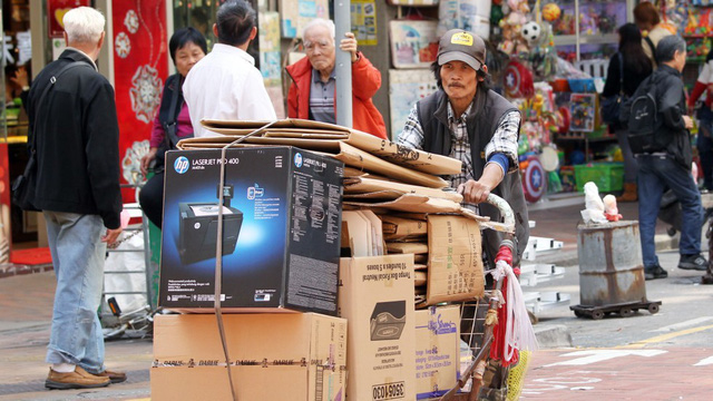 Cuộc sống của những người già ở Hồng Kông: Vẫn phải vật lộn mưu sinh dù đã quá tuổi nghỉ hưu - Ảnh 4.