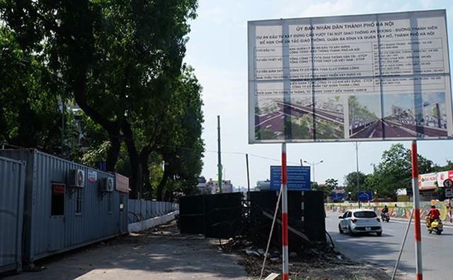 Bắt đầu lắp dầm sắt cầu vượt An Dương – Thanh Niên  - Ảnh 1.