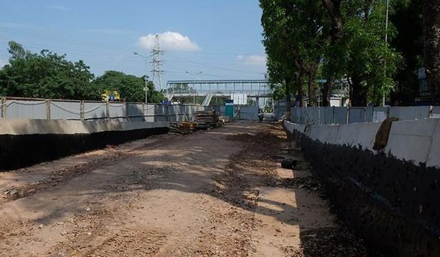 Bắt đầu lắp dầm sắt cầu vượt An Dương – Thanh Niên  - Ảnh 4.