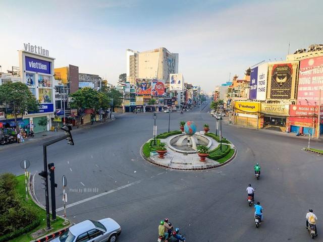 Giá thuê mặt bằng nhà phố tại khu Tây Sài Gòn tăng cao ngất ngưởng - Ảnh 1.