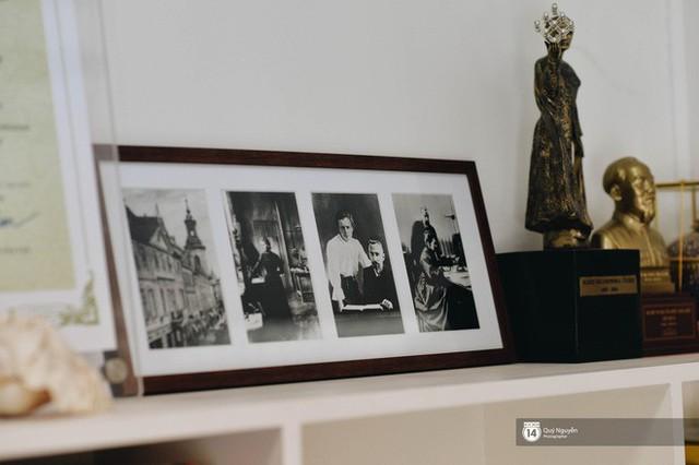 Chuyện về ông nội trong trái tim học sinh Marie Curie: Từng là thầy hiệu trưởng nghèo, chỉ có duy nhất 1 bộ quần áo lành lặn đi dạy - Ảnh 11.