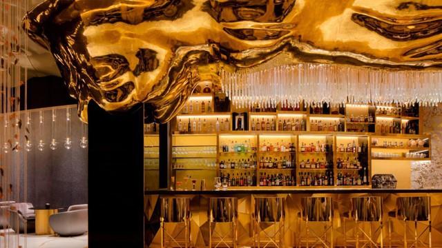 Bên trong nhà hàng xa xỉ phục vụ đồ ăn làm từ vàng ở Dubai - Ảnh 2.