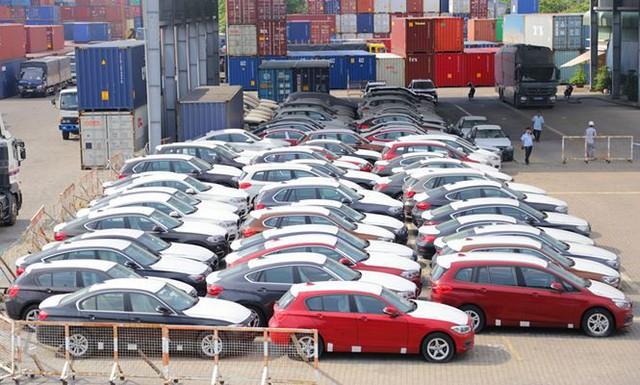 Cận cảnh lô xe BMW nằm phơi nắng, phủ bụi ở cảng Sài Gòn - Ảnh 1.