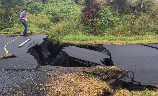 Núi lửa Hawaii phun trào nổ, tạo cột khói cao hơn 9 km - Ảnh 2.