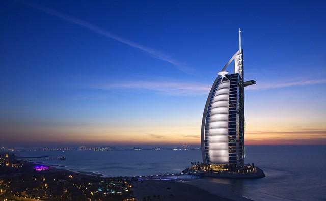 Bên trong nhà hàng xa xỉ phục vụ đồ ăn làm từ vàng ở Dubai - Ảnh 12.