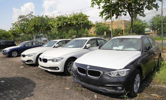 Cận cảnh lô xe BMW nằm phơi nắng, phủ bụi ở cảng Sài Gòn - Ảnh 3.