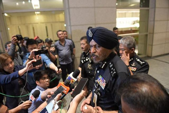 Malaysia thu 72 bao tiền, 284 túi hàng hiệu tại nhà ông Najib - Ảnh 3.