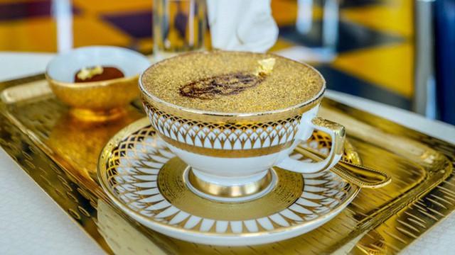 Bên trong nhà hàng xa xỉ phục vụ đồ ăn làm từ vàng ở Dubai - Ảnh 5.