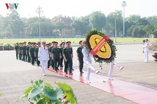 Ảnh: Lãnh đạo Đảng, Nhà nước vào Lăng viếng Chủ tịch Hồ Chí Minh - Ảnh 6.