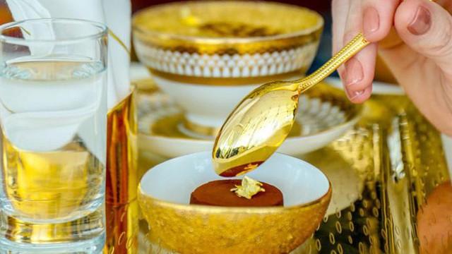 Bên trong nhà hàng xa xỉ phục vụ đồ ăn làm từ vàng ở Dubai - Ảnh 7.