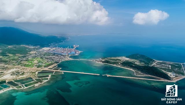 Cận cảnh Bắc Vân Phong nhìn từ trên cao, nơi đang diễn ra cơn sốt đất - Ảnh 2.