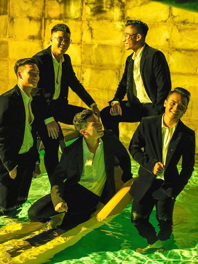 Các cầu thủ U23 Việt Nam lột xác thành những quý ông lịch lãm trong bộ ảnh mới - Ảnh 2.