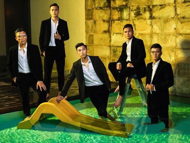 Các cầu thủ U23 Việt Nam lột xác thành những quý ông lịch lãm trong bộ ảnh mới - Ảnh 3.