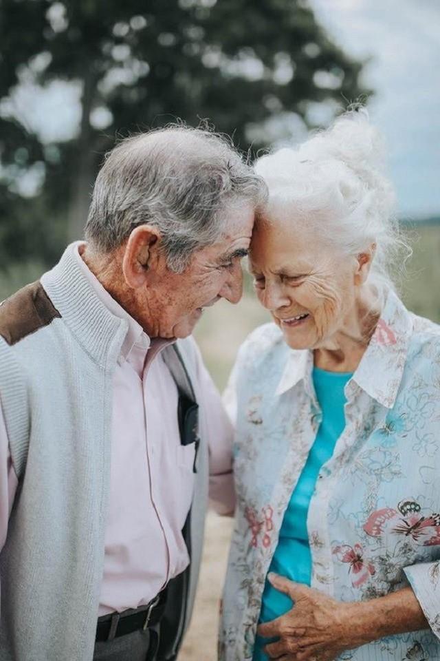 Gần 70 năm chưa từng rời bỏ nhau nửa bước, cặp vợ chồng này đã chứng minh cho cả thế giới thấy tình yêu lãng mạn không phân biệt tuổi tác - Ảnh 12.