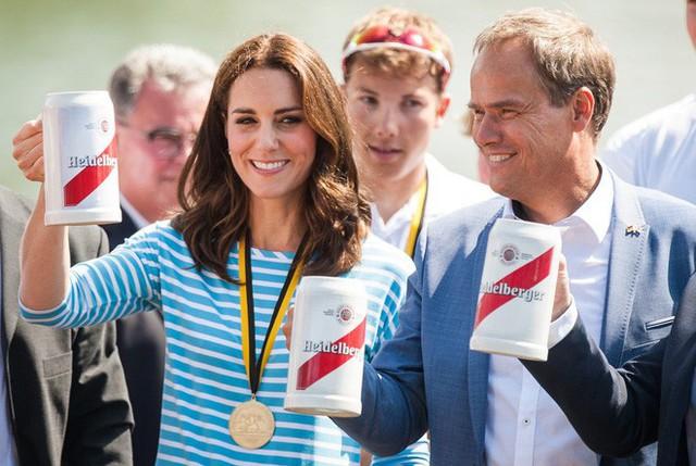 Giấy khai sinh của con trai thứ 3 tiết lộ nghề nghiệp đặc biệt của hoàng tử William và Công nương Kate - Ảnh 5.