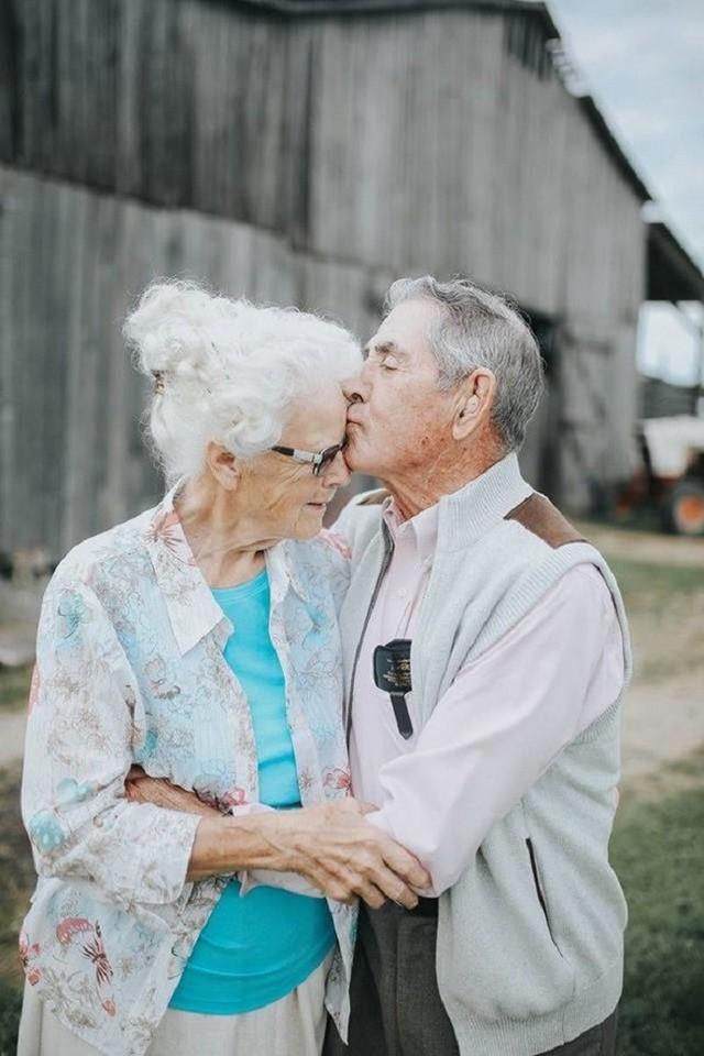 Gần 70 năm chưa từng rời bỏ nhau nửa bước, cặp vợ chồng này đã chứng minh cho cả thế giới thấy tình yêu lãng mạn không phân biệt tuổi tác - Ảnh 10.