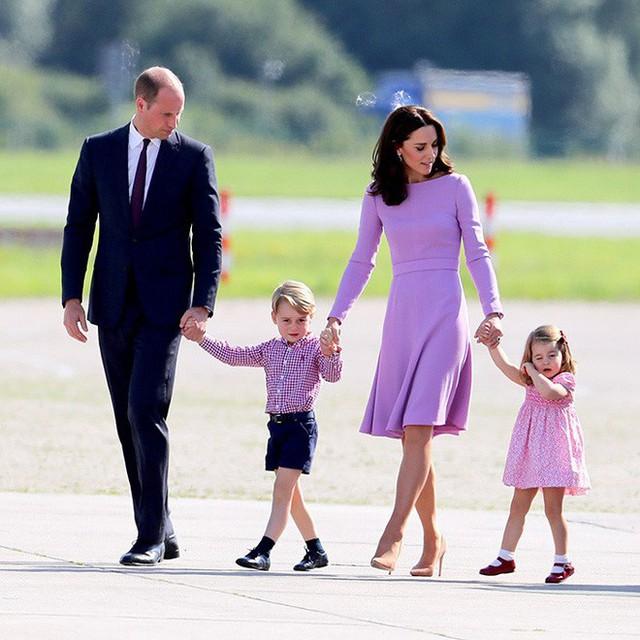 Giấy khai sinh của con trai thứ 3 tiết lộ nghề nghiệp đặc biệt của hoàng tử William và Công nương Kate - Ảnh 10.