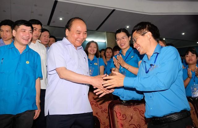 Chùm ảnh: Thủ tướng đối thoại với công nhân - Ảnh 1.