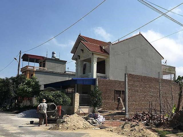Nhận đất, xây nhà xong… dài cổ chờ giấy đỏ - Ảnh 1.