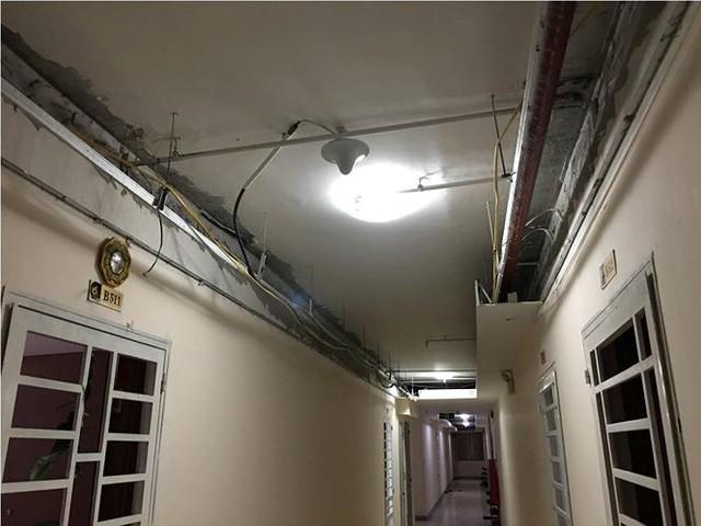 Sập trần thạch cao chung cư ở Sài Gòn, nhiều hộ dân hoảng loạn - Ảnh 2.